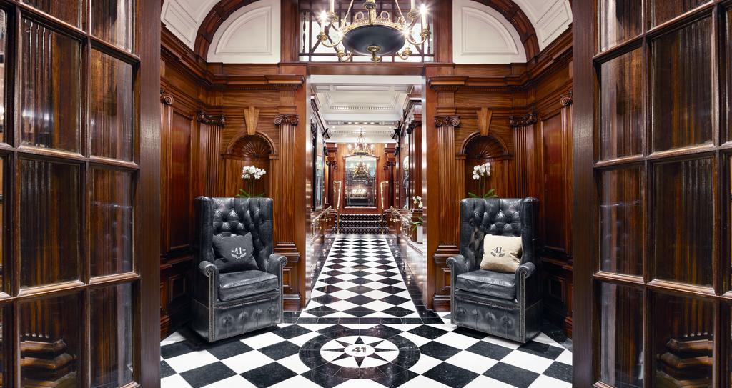 41-Dieses hinter dem Buckingham Palace gelegene luxuriöse Hotel befindet sich gegenüber den Hofstallungen